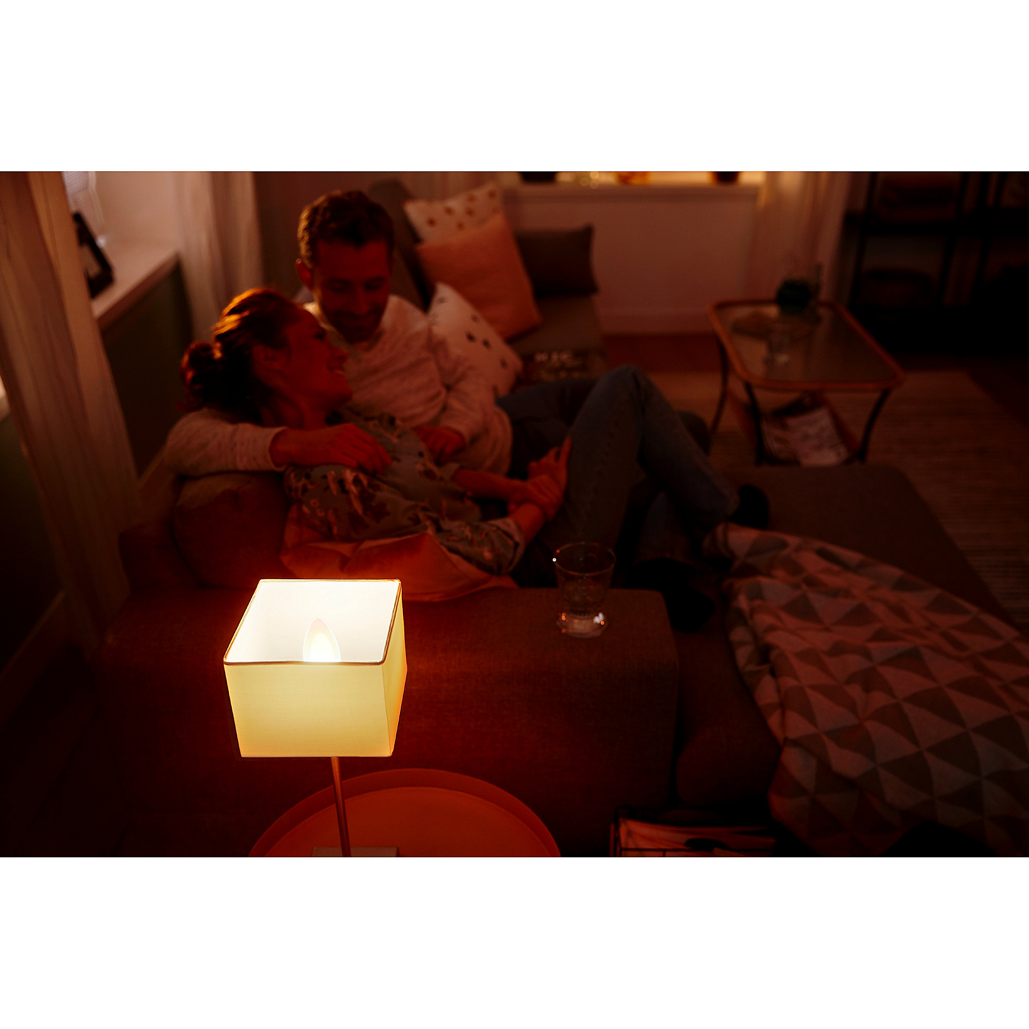 philips hue white ambiance e14 led kerze warmwei kaltwei cyberport. Black Bedroom Furniture Sets. Home Design Ideas